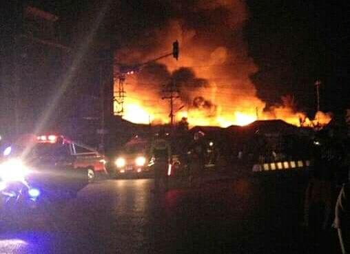 Api saat berkobar melahap bangunan saat terjadi kebakaran Kamis (18/7/2019).