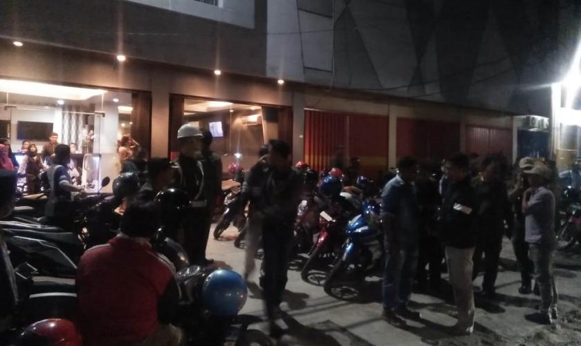 Tim gabungan saat melaksanakan giat razia penyakit masyarakat Sabtu (21/7/2019) malam.