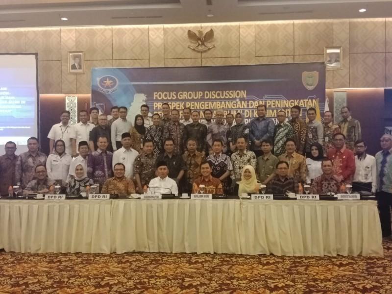 Gubernur Kalteng Sugianto Sabran bersama empat kepala daerah dari provinsi tetangga dan peserta FDG saat poto bersama, Rabu (31/7/2019).
