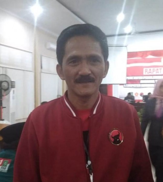 Wakil Ketua ll DPRD Kobar Mulyadin saat memberikan keterangan kepada awak media.