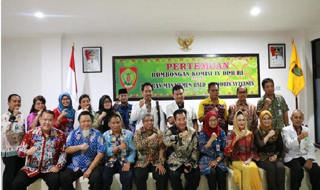Rombongan Komisi IX DPR RI saat poto bersama dengan Dewas dan Kepala BPJS Kesehatan Muhammad Masrur Ridwan dan Direktur RSUD Doris Sylvanus saat poto bersama, Jumat (26/7/2019).