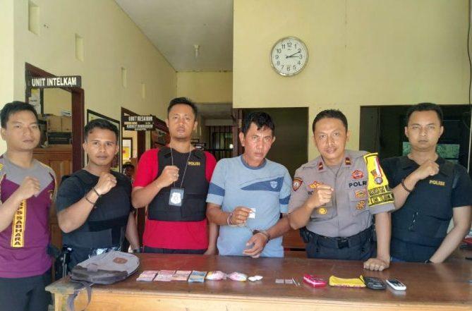 Tersangka saat diamankan di Mapolsek Katingan Kuala Rabu (17/7/2019).