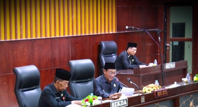 Waket I DPRD Mura Likon saat memimpin rapat paripurna Senin (12/8/2019).