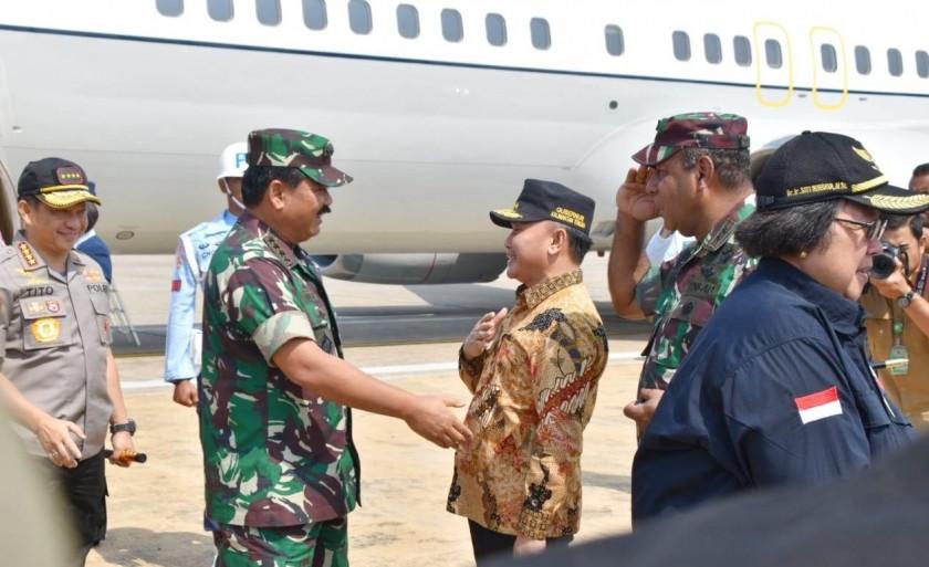 Gubernur Kalteng Sugianto Sabran saat menyambut kedatangan enam pejabat tinggi RI di Bandara Tjilik Riwut Jumat (23/8/2019).
