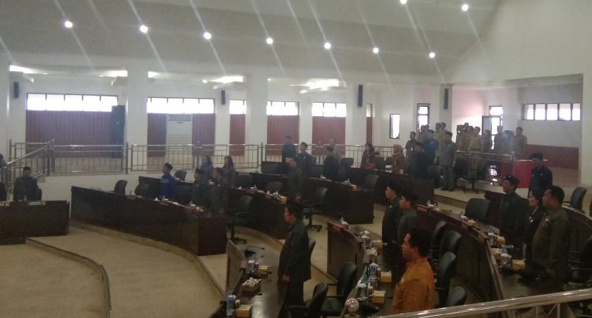 Anggota DPRD Mura saat mengikuti rapat paripurna belum lama ini.