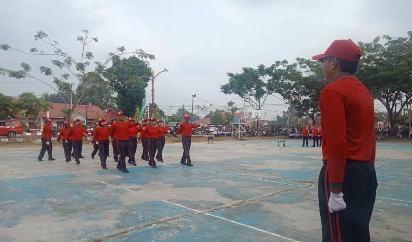 Pegawai salah satu SOPD saat latihan baris berbaris Selasa (13/8/2019).
