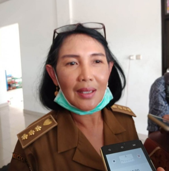 Plt. Kepala DLH Provinsi Kalteng Norliani  saat memberikan keterangan kepada awak media, Selasa (13/8/2019).