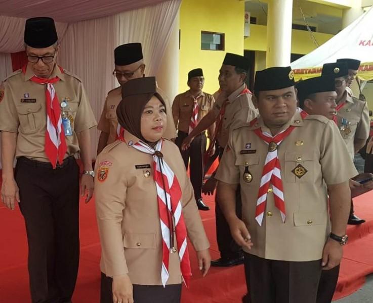 Bupati Kobar Hj Nurhidayah dan Wakil Bupati Ahmadi Riansyah saat menghadiri upacara peringatan Hari Pramuka ke- 58 Rabu (14/8/2019).