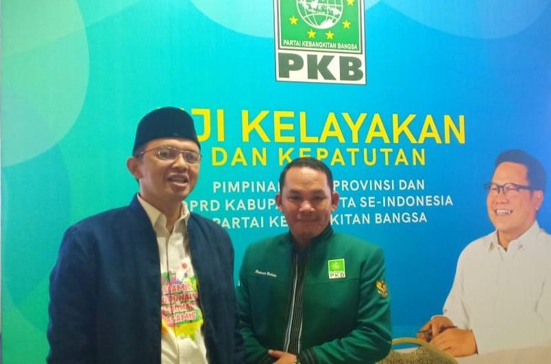 Anggota DPRD Mura Rahmanto sekaligus Ketua DPC PKB Mura sedang poto bersama.