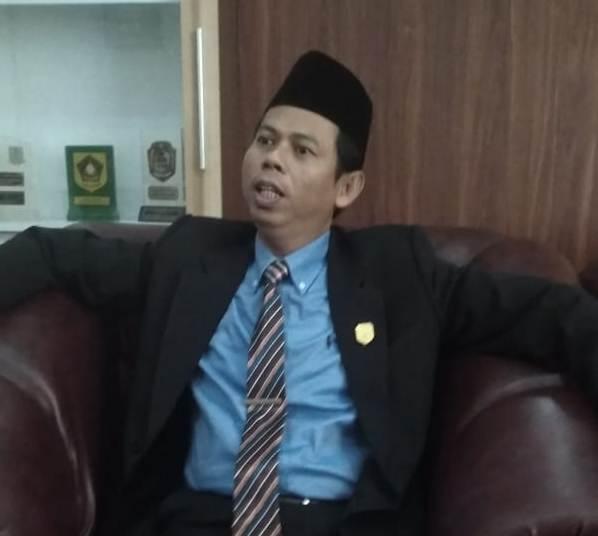 Ketua DPRD Kobar Triyanto saat memberikan keterangan kepada awak media.