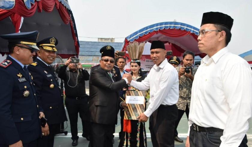 Wagub Kalteng Habib Said Ismail saat menyerahkan SK Remisi Napi Lapas Palangka Raya Sabtu (17/8/2019).