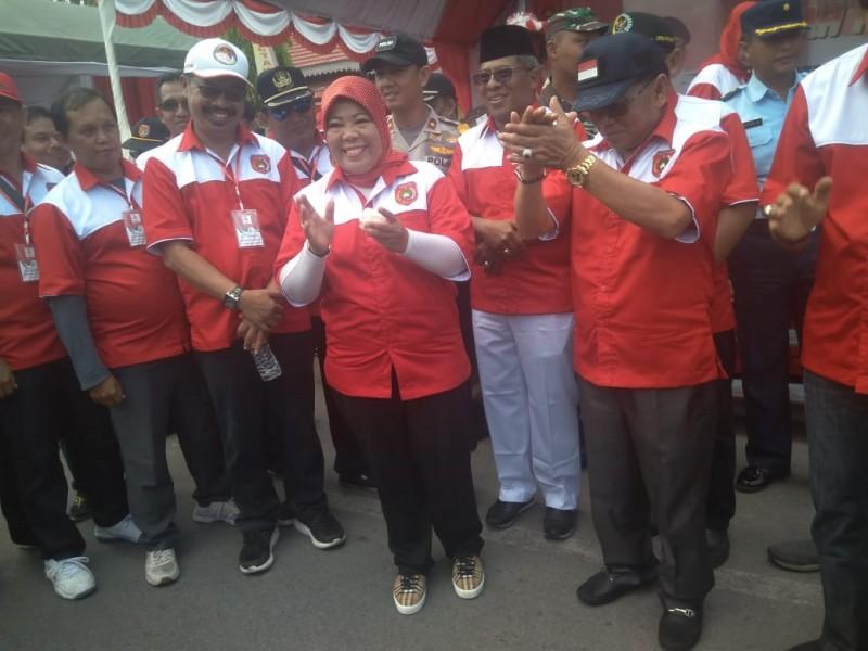 Bupati Kobar Hj Nurhidayah bersama suami H Ruslan dan unsur FKPD serta SOPD Kobar saat menghadiri Festival Merah Putih Rabu (21/8/2019).