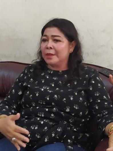 Anggota DPRD Kota Palangka Raya Nanie Lambung saat memberikan keterangan kepada awak media.