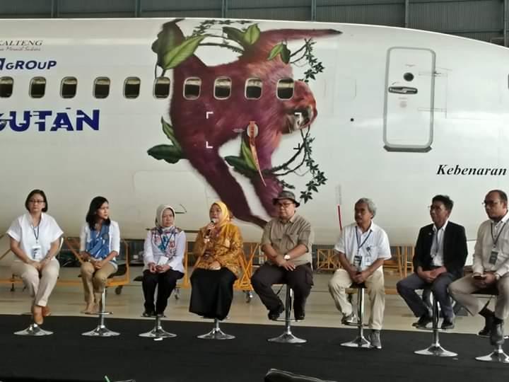 Bupati Kobar Hj Nurhidayah didampingi Sekda Kobar Suyanto saat menghadiri kegiatan konference pers Senin (26/8).