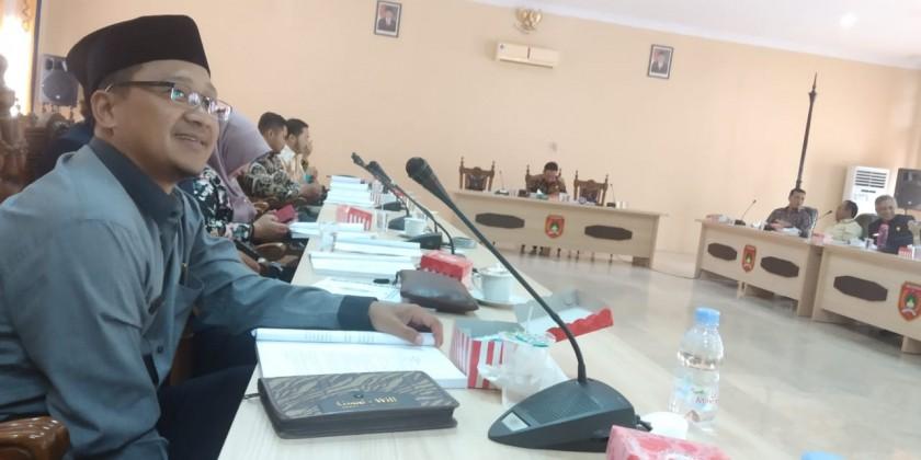 Anggota DPRD Kobar Ade Ridho saat menghadiri rapat  pembahasan tatib belum lama ini.