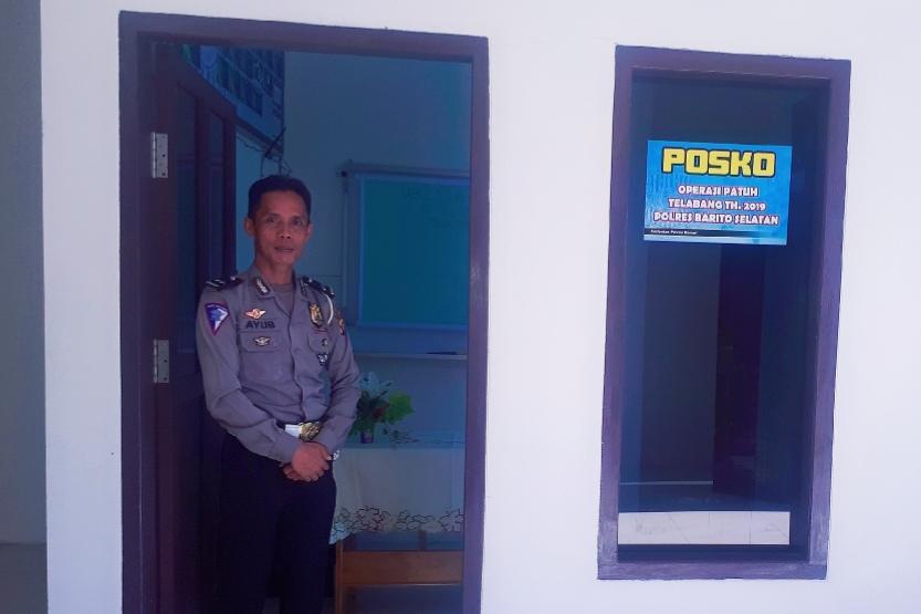 Salah seorang anggota Satlantas Polres Barsel saat berada di posko Operasi Patuh 2019 Rabu (28/8/2019).