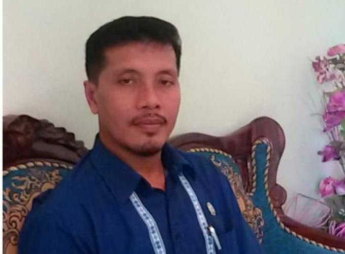 Anggota DPRD Kobar Tuslam Amirudin saat memberikan keterangan kepada awak media.