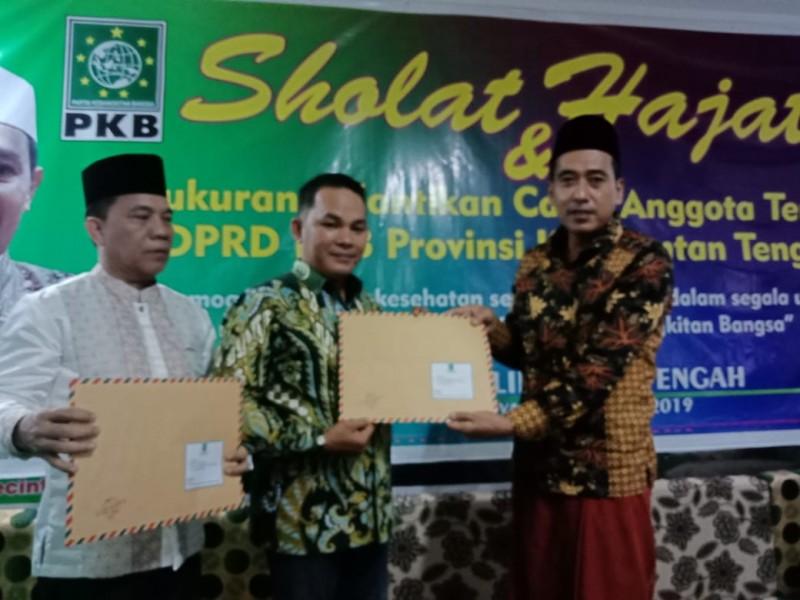 Anggota DPRD Mura Rahmanto saat menerima SK penugasan sebagai Wakil Ketua II DPRD Mura.