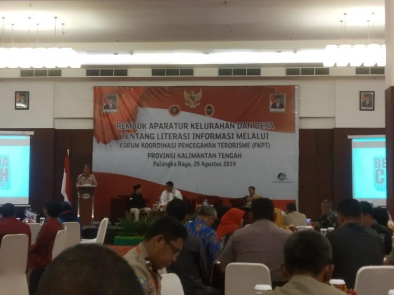Sekda Kalteng Fahrizal Fitri saat menyampaikan sambutanya ketika membuka kegiatan rembuk Kamis (29/8).