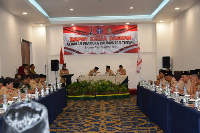 Ketua Kwarda Gerakan Pramuka Kalteng Yulistra Ivo Sugianto Sabran saat menyampaikan sambutannya di rapat kerja daerah Kamis (29/8/2019).