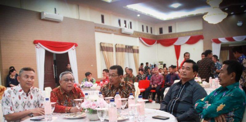 Bupati Mura Perdie M Yoseph bersama Wakil Bupati Rejikinoor serta Ketua DPRD Mura Gad F Silam saat menghadiri acara ramah tamah Senin (19/8/2019).