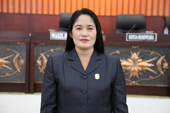 Anggota DPRD Mura Maria Hetty