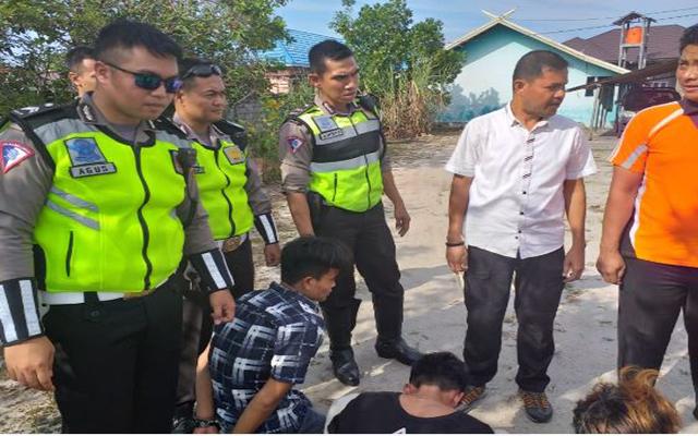 Keempat pelaku saat diamankan anggota Ditlantas Polda Kalteng Kamis (22/8/2019).