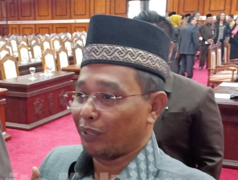 Wagub Kalteng Habib Said Ismail saat memberikan keterangan kepada awak media, seusai mengikuti paripurna dewan.