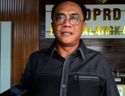 Ketua DPRD Kota Palangka Raya Sigit K Yunianto saat memberikan keterangan kepada awak media.