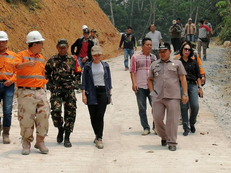 IST - Camat Murung Banjang Jalin saat meninjau ruas jalan PT Indomuro belum lama ini.