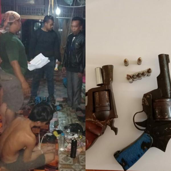 Anggota polisi saat menggerebek pelaku di dalam rumahnya Kamis (19/9/2019).