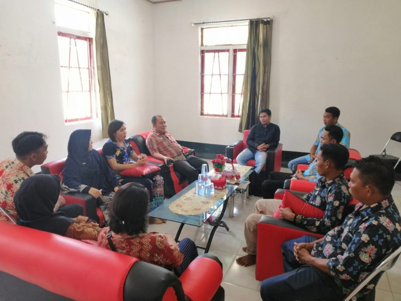 Camat Murung Banjang Jalin saat melakukan monitoring ke salah satu desa belum lama ini.