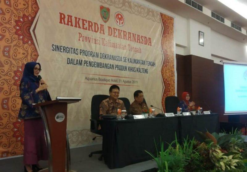 Ketua Dekranasda Provinsi Kalteng, Yulistra Ivo Azhari Sugianto Sabran saat menyampaikan sambutannya di kegiatan Raker Dekranasda Kalteng Sabtu (31/8/2019).