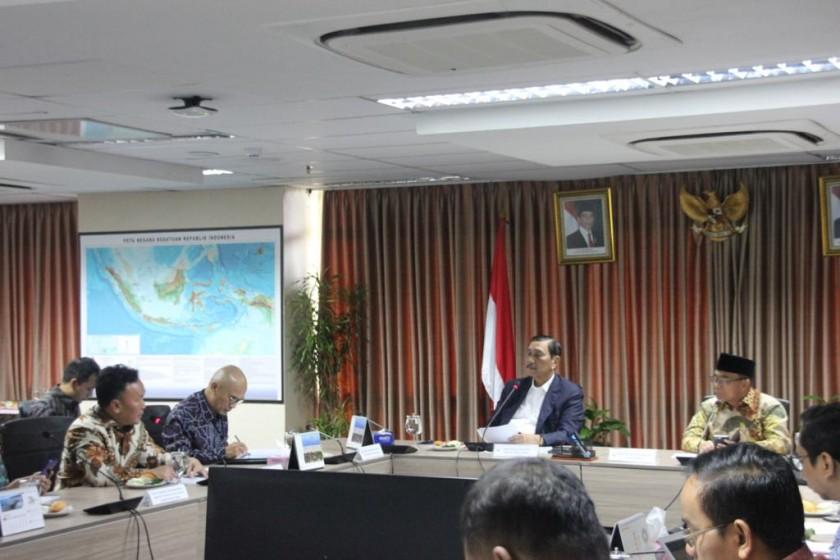 Gubernur Kalteng Sugianto Sabran saat memberikan paparan kepada Menko Kemaritiman Luhut Binsar Pandjaitan di Kantor Kemenko Kemaritiman Jakarta, Selasa (3/9/2019).