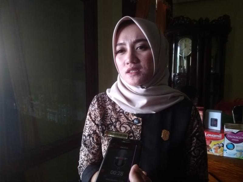 Anggota DPRD Kobar Wanti Septia Utami saat memberikan keterangan kepada awak media Selasa (3/9/2019).