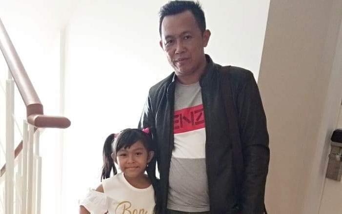 Anggota DPRD Mura Johansyah saat poto bersama anaknya.