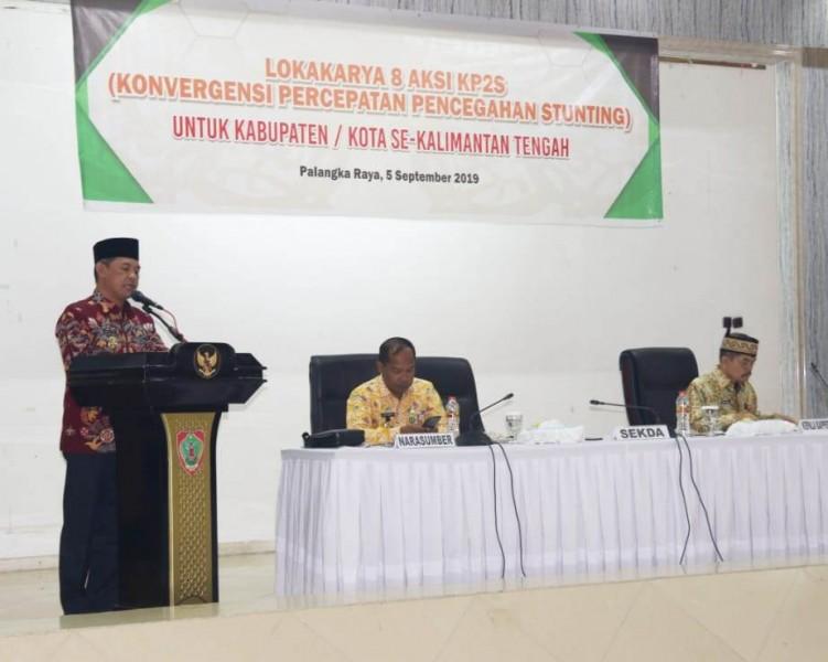 Sekda Kalteng Fahrizal Fitri saat menyampaikan sambutan Gubernur Kalten Sugianto Sabran ketika membuka kegiatan lokakarya dan aksi pencegahan stunting Kamis (5/9/2019).