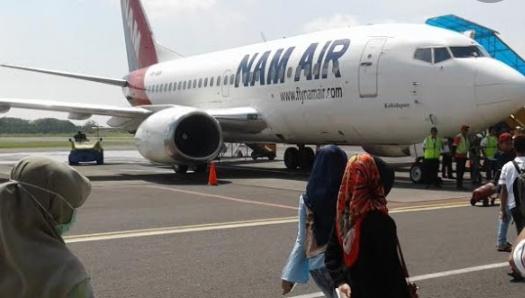 Penumpang saat hendak berangkat di Bandara Iskandar Pangkalan Bun Jumat (6/9).