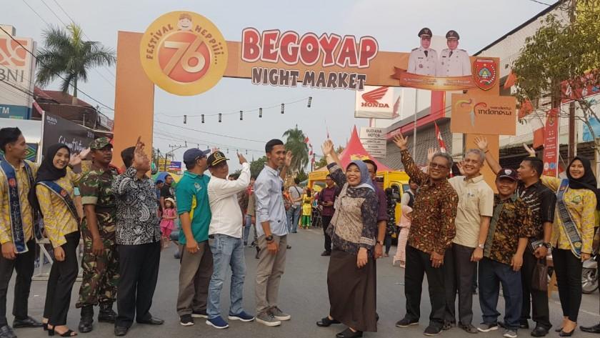 Bupati Kobar Hj Nurhidayah bersama FKPD dan SOPD Pemkab Kobar saat melaunching Begoyap Night Market Sabtu (7/9/2019).
