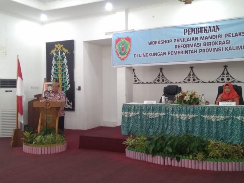 Staf Ahli Gubernur Bidang Kemasyarakatan dan  SDM, Yuel Tanggara saat membacakan sambutan gubernur di Workshop PMPRB, Kamis (12/9/2019).