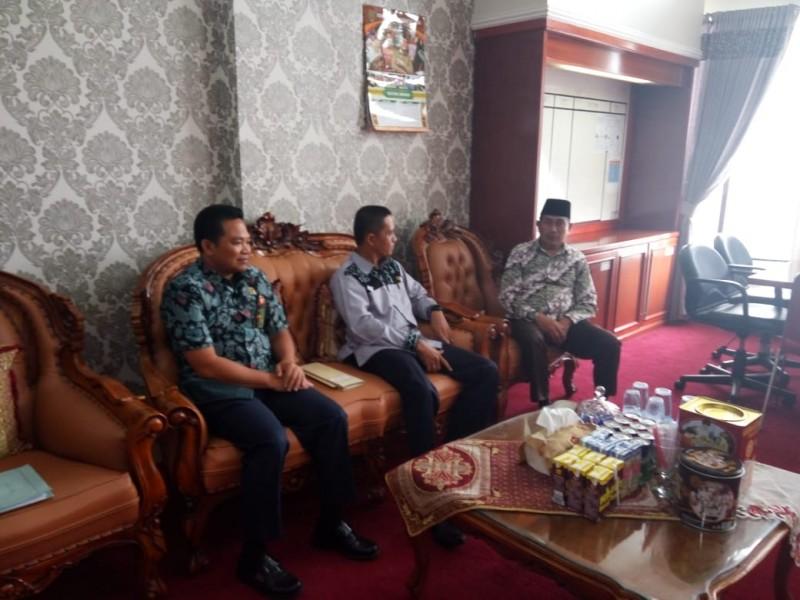 Wabup Mura Rejikinoor saat berdialog dengan perwakilan dari PA Muara Teweh Jumat (13/9/2019).