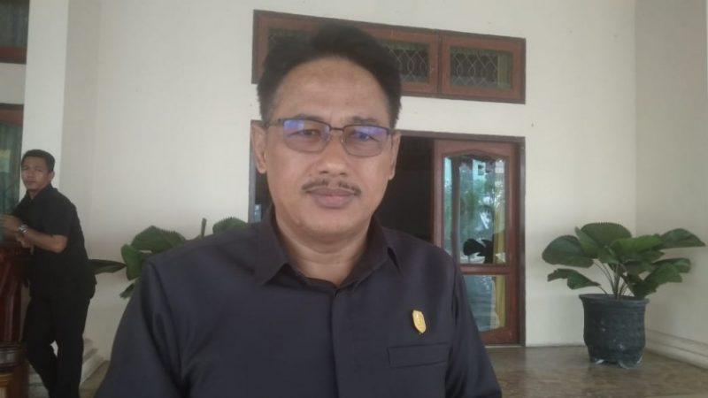Ketua Sementara DPRD Kobar Rusdi Ghozali saat memberikan keterangan kepada awak media, Senin (16/9/2019).