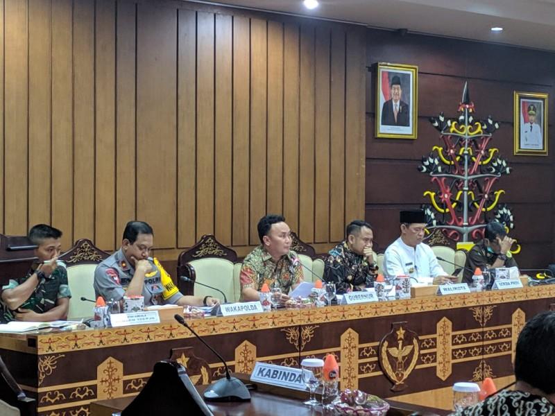Gubernur Kalteng Sugianto Sabran saat memimpin rakor penanganan karhutla Kamis (19/9/2019).