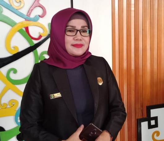 Anggota DPRD Kota Palangka Raya Ruselita,saat memberikan keterangan kepada awak media, Selasa (24/9/2019).