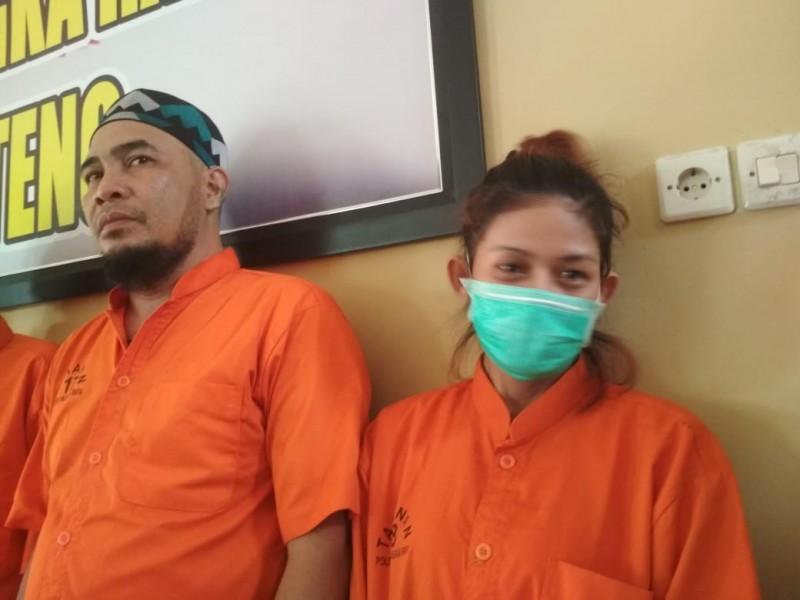 Kedua pelaku saat diamankan di Mapolres Palangka Raya Selasa (24/9/2019).