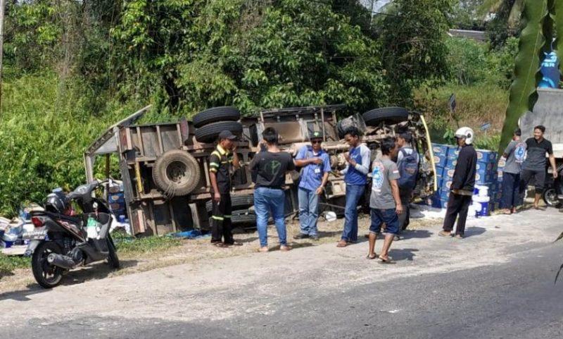 Truk yang terguling saat masih berada di lokasi kejadian Rabu (25/9/2019).