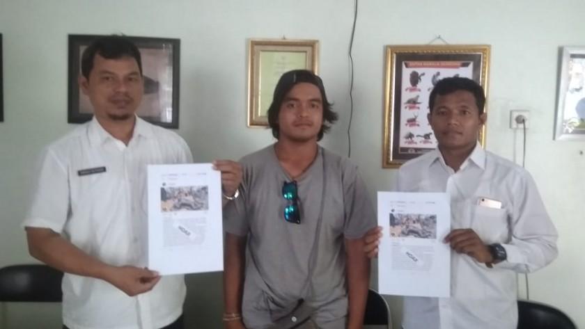 Renggo saat di kantor BKSDA SKW II Pangkalan Bun meminta maaf dan membuat surat pernyataan tak mengulangi perbuatannya kepada Kepala BKSDA setempat Dendi Sutiadi Rabu (25/9/2019).