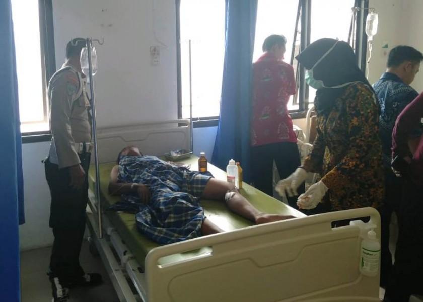 Salah seorang korban saat mendapat perawatan medis di rumah sakit Sabtu (28/9/2019).