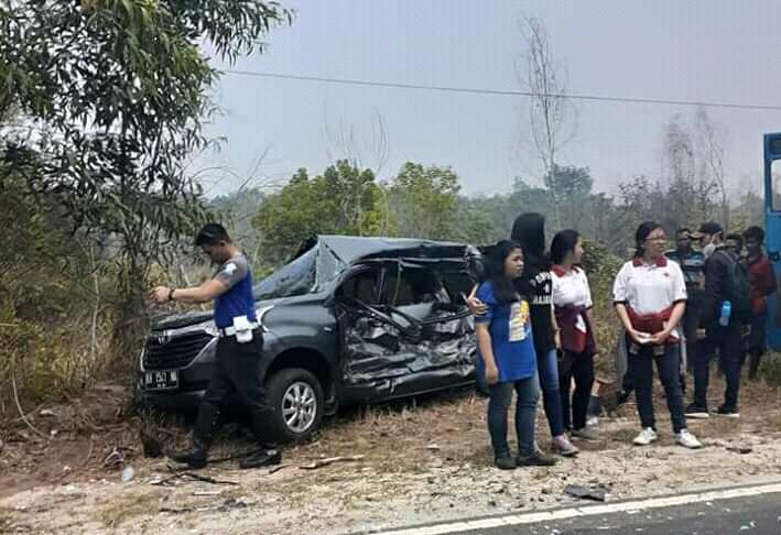 Mobil Avanza yang dikemudikan korban saat ringsek berat seusai kejadian Sabtu (28/9/2019).