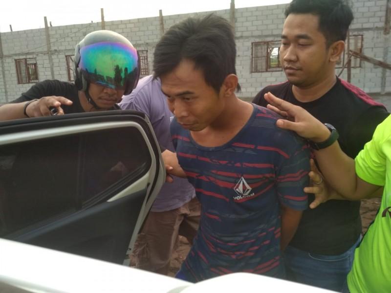 Pelaku saat ditangkap anggota Polsek Sebangau Senin (30/9/2019).